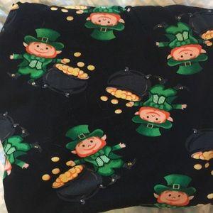 No Boundaries Pants & Jumpsuits - Leprechaun Capri leggings